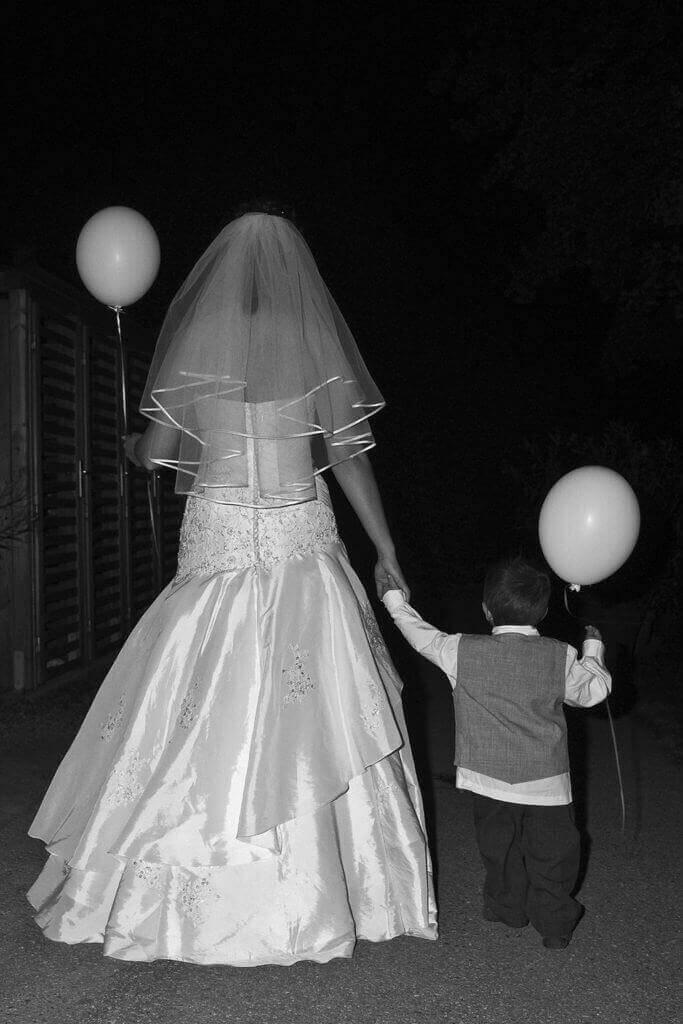 Braut, Kind und Luftballons